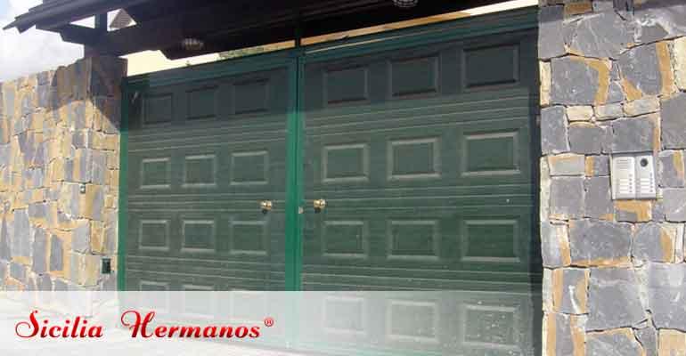 Puerta abatible de panel cuarteron