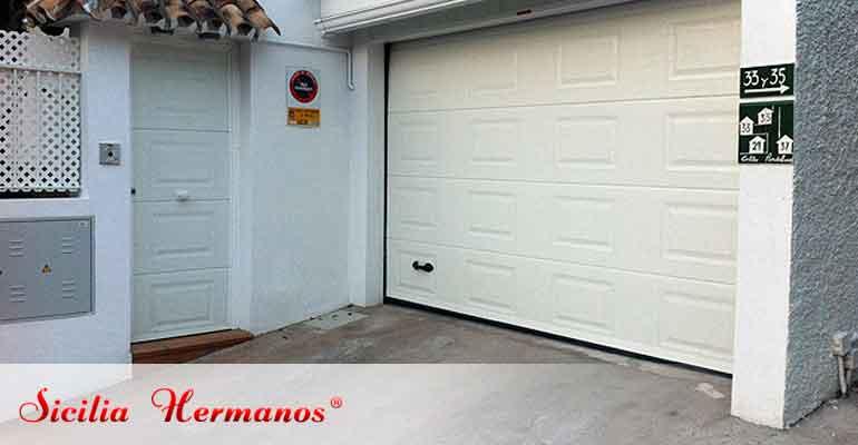 Puerta automática seccional